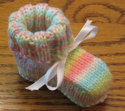 Stricken Sie und Häkeln Sie DIY-Baby-Artikel mit kostenlosen Mustern!