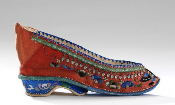Schuhe: Freude und Schmerz Beitrag: V & A erforscht