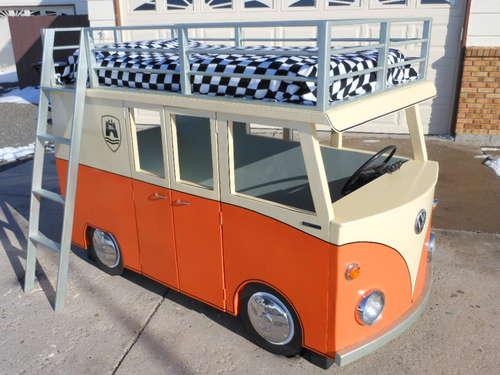 Etagenbett Vw Bus : Fabrikat vw van inspirierten etagenbett und spielhaus