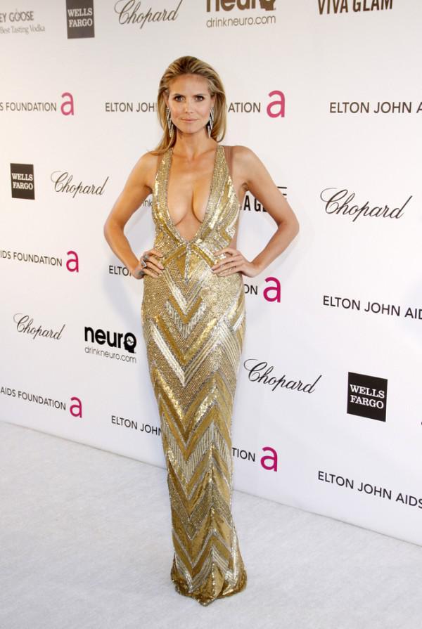Wow! Heidi Klum trägt gewagte supergünstigen geschnittenes Kleid zu ...